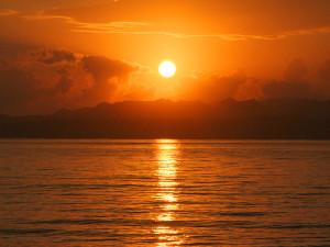 伊江ビーチの朝焼け
