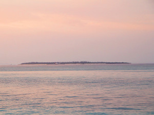早朝の水納島
