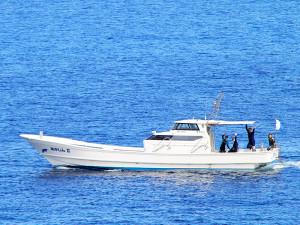 「あかじん2」に乗船しているダイバー