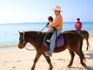 大人も子供も楽しめる伊江島の乗馬体験