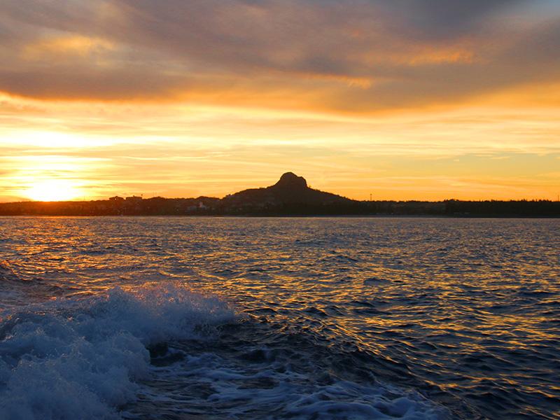 夕焼けと伊江島