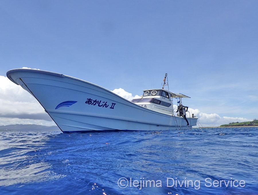 伊江島ダイビングサービスのダイビングボート