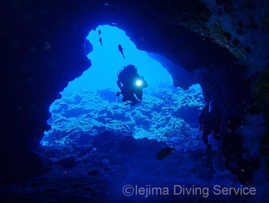 伊江島洞窟のダイビング