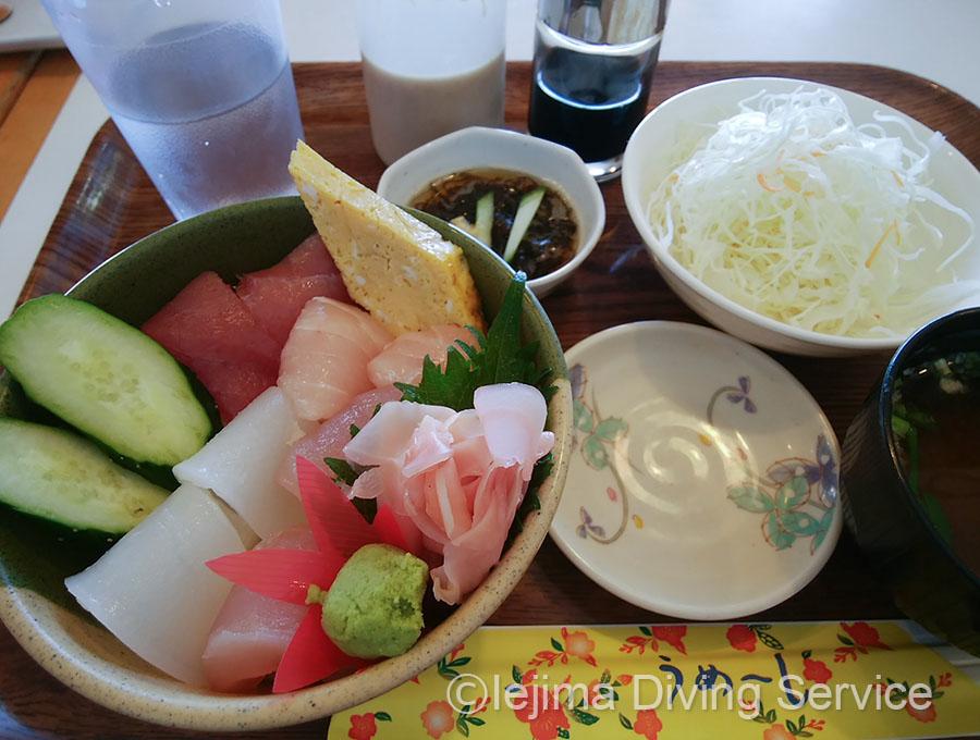 伊江島 海人食堂の海鮮丼(小)