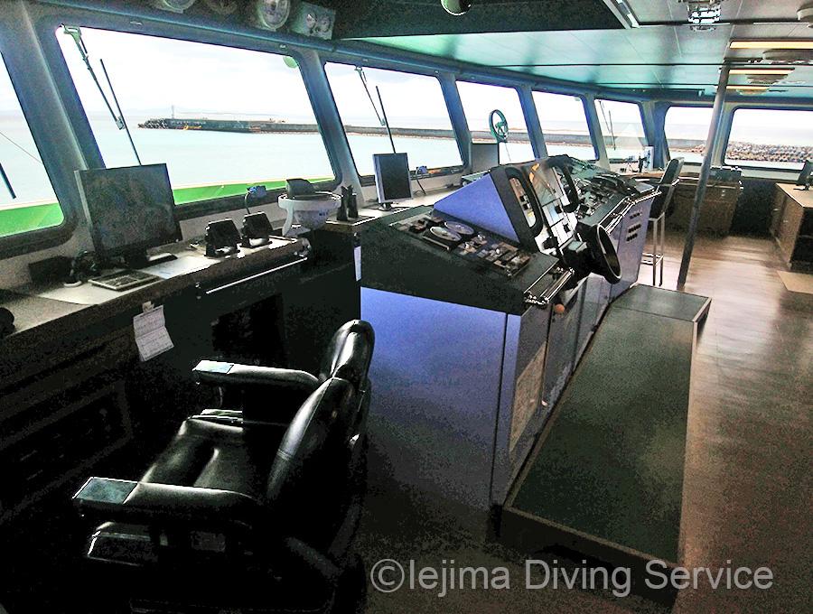 伊江島フェリー「ぐすく」の操舵室