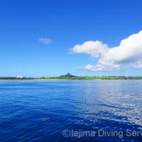ダイビングボートから見た伊江島