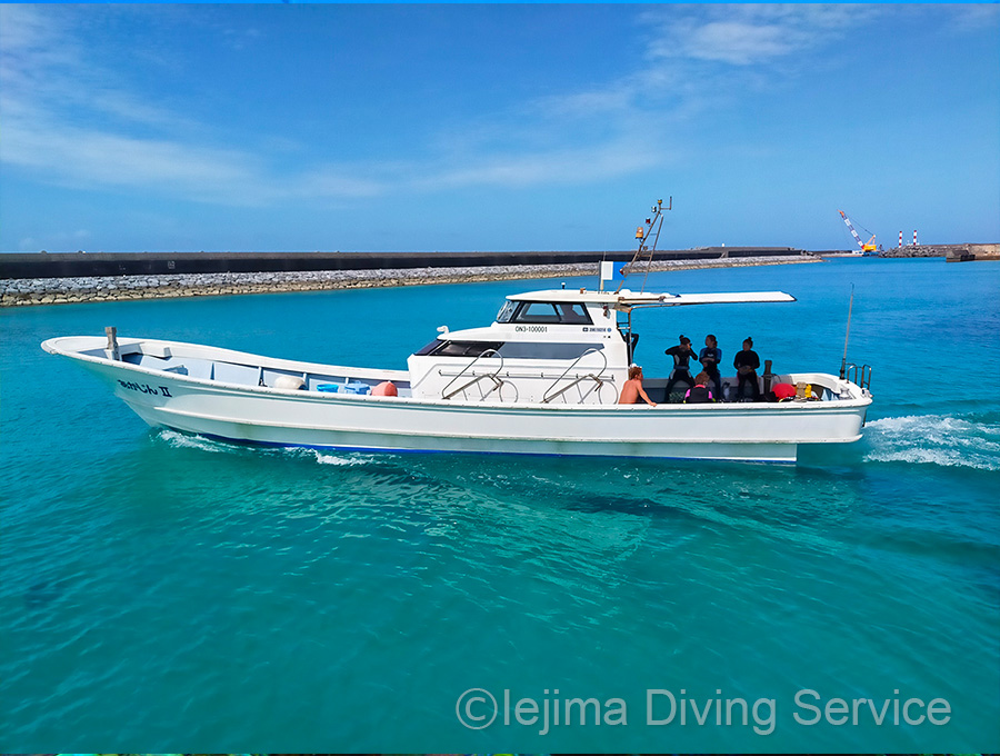 伊江島ダイビングサービスの出航