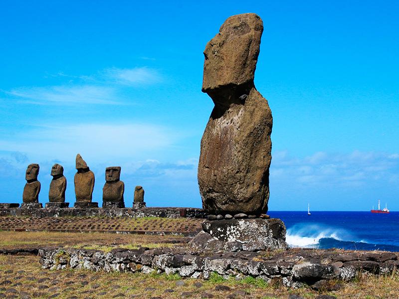 イースター島、タハイのモアイと海