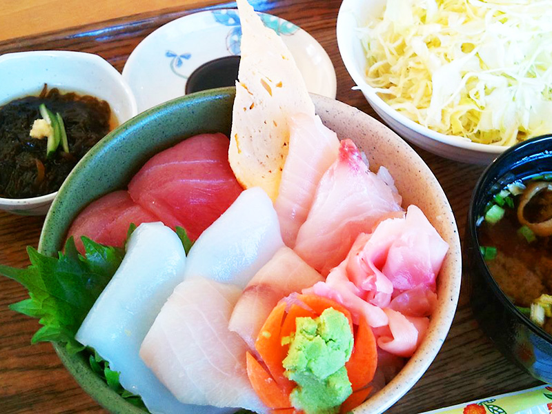 海人食堂の海鮮丼(小)500円