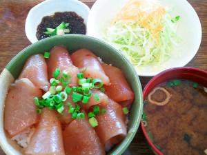 海人食堂のまぐろ漬け丼(小)500円