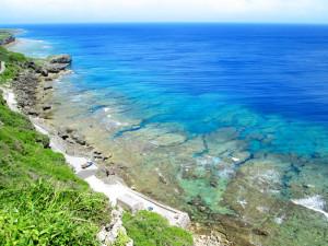 夏の干潮時の伊江島ワジー